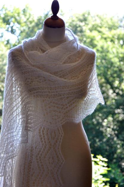 Etole mohair et soie tricotée à la main pour mariée